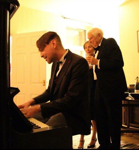 Piano suit