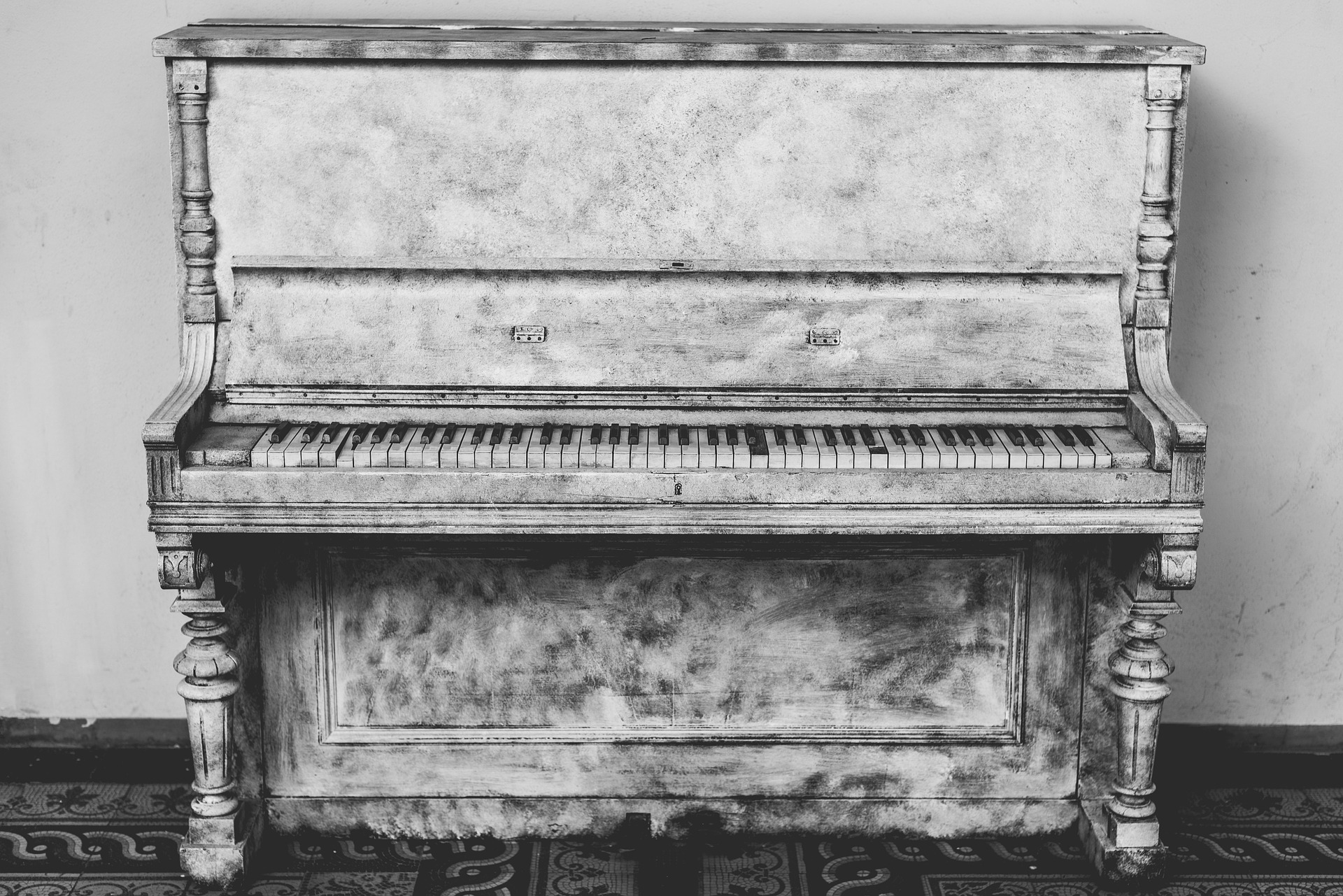 Piano Old